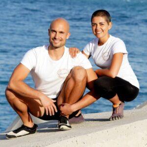 Tania y Manu junto al mar